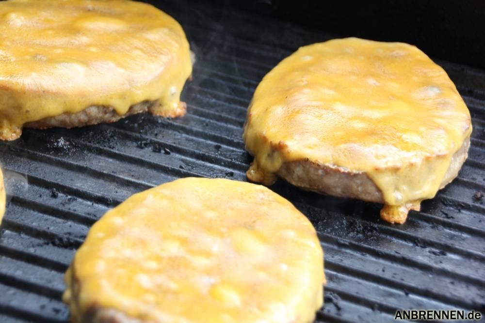 Cheddar Käse auf dem Pattie