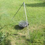 Schwenkgrill – Der Dreibein Grill für Lagerfeuer Atmosphäre