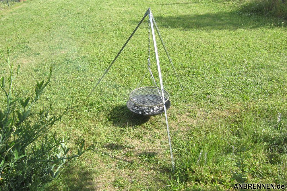 Schwenkgrill (Dreibein mit Grillrost und Feuerstelle)